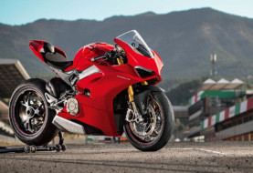 Amazing Things on Ducati Panigale V4 2018!